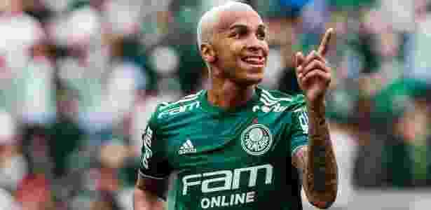 c4287fed1b Deyverson volta de suspensão e deve ser titular contra o Paraná Imagem  Ale  Cabral AGIF