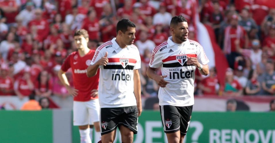 Bruno Peres e Diego Souza comemoram gol do São Paulo no Beira-Rio