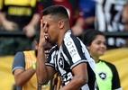 Autor de golaço, Erik comemora vantagem do Botafogo na Sul-Americana - REUTERS/Ricardo Moraes