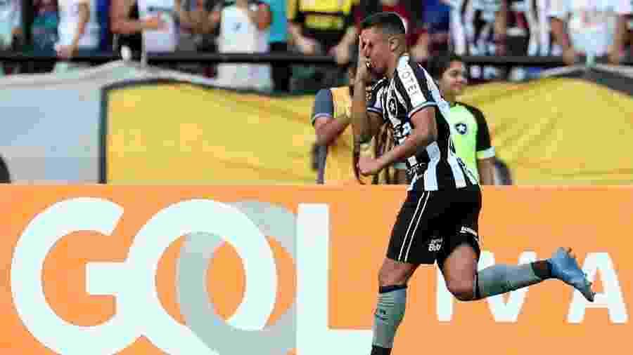 Erik fez o gol da vitória sobre o Defensa y Justicia nesta quarta no Nilton Santos - REUTERS/Ricardo Moraes