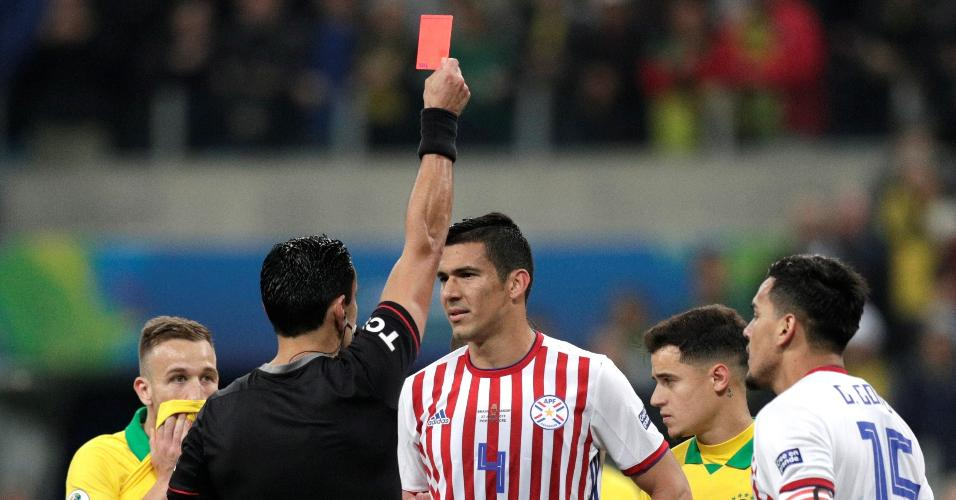 Fabian Balbuena recebe cartão vermelho no jogo Brasil x Paraguai pela Copa América