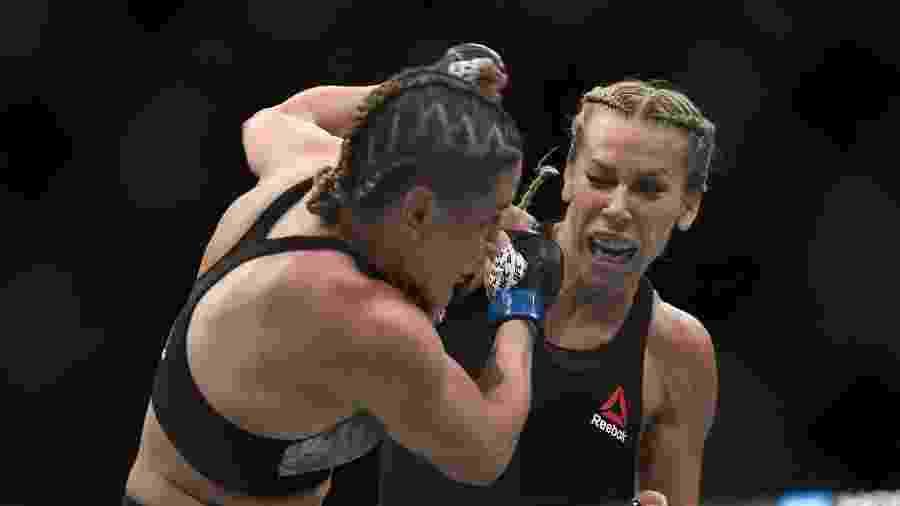 Katlyn Chookagian atinge Jennifer Maia durante UFC 244 - Sarah Stier-USA TODAY Sports