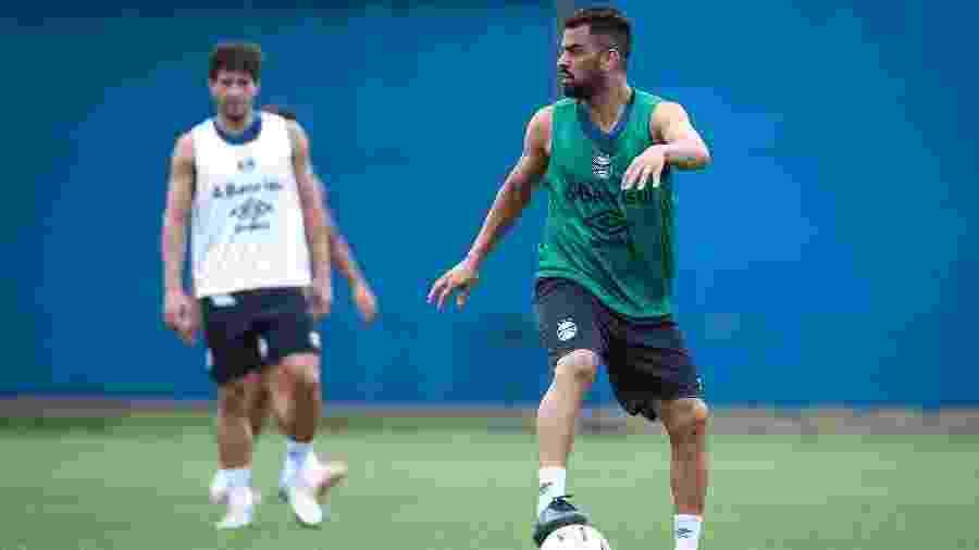 Maicon participa de treinamento do Grêmio e vive expectativa de retorno - Lucas Uebel/Grêmio