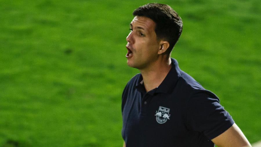 Maurício Barbieri, técnico do Bragantino, durante partida contra o Corinthians - Diogo Reis/AGIF