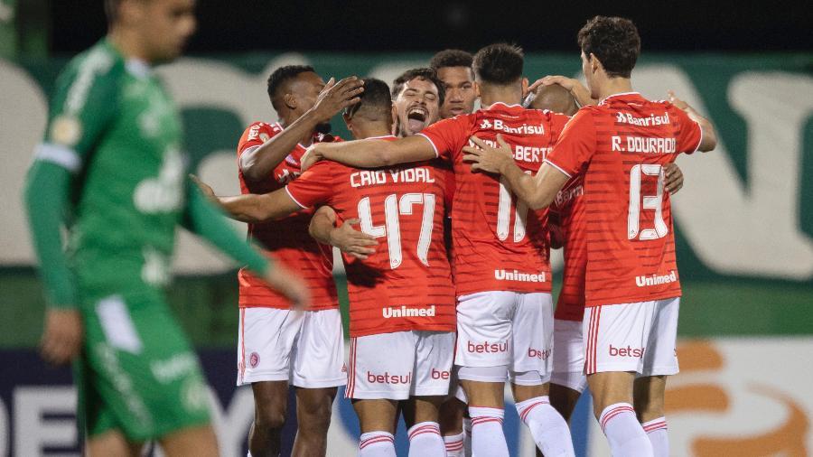 Jogadores do Internacional comemoram gol contra a Chapcoense - LIAMARA POLLI/DIA ESPORTIVO/ESTADÃO CONTEÚDO
