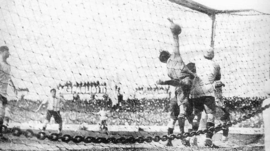 Apesar do nome, gol olímpico não nasceu durante os Jogos Olímpicos - Reprodução