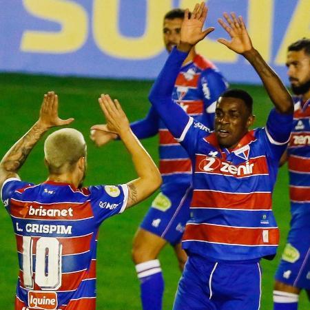 Benevenuto comemora com Lucas Crispim gol marcado pelo Fortaleza - LUCA ERBES/FUTURA PRESS/ESTADÃO CONTEÚDO