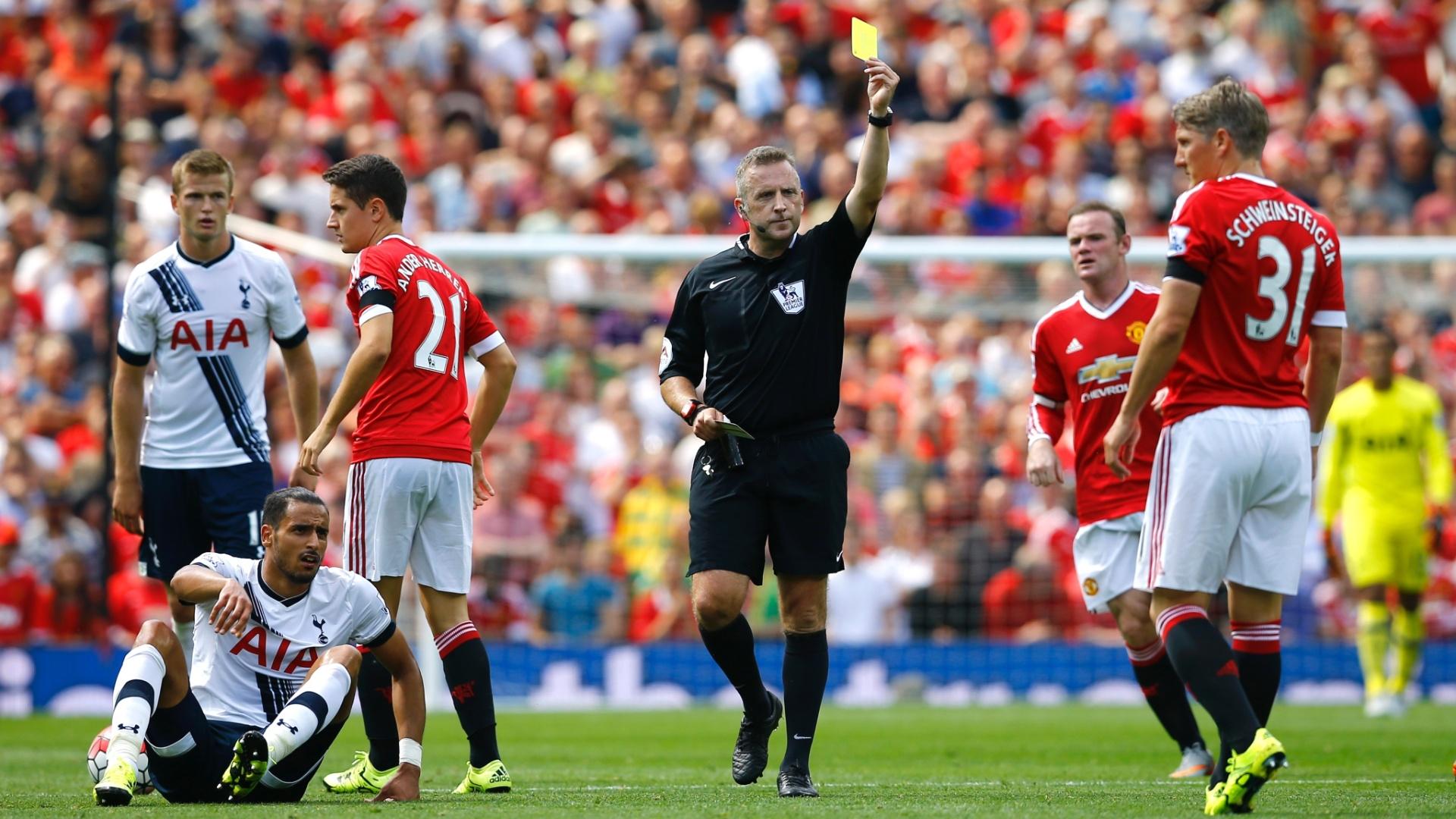Schweinsteiger recebeu cartão amarelo em sua primeira partida pelo Manchester no Inglês