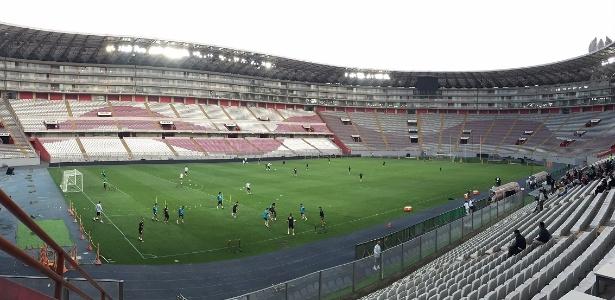 Reformado em 2011, Estádio Nacional de Lima receberá jogo desta terça-feira (15)
