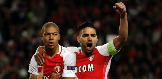 Mbappé e Falcao comemoram gol do Monaco contra o Borussia Dortmund