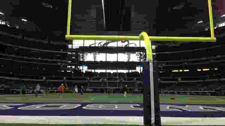 Vista do gramado do AT&T Stadium, em Dallas, nos Estados Unidos - Brunno Carvalho/UOL - Brunno Carvalho/UOL