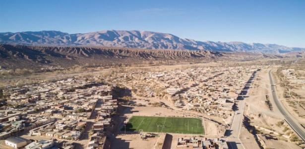 Campo sintético fica em Humahuaca, em Jujuy, a mais de 3 mil metros de altitude
