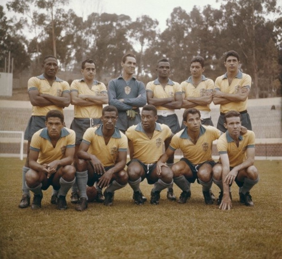 Pelé posta foto para homenagear Garrincha 3a2a0f80d6564