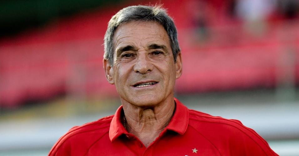 O técnico Paulo Cesar Carpegiani comanda o Flamengo contra o Bangu