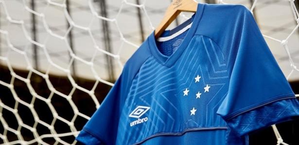 f37e0d1a46b77 Cruzeiro deixa  camisa do penta  e divulga novo uniforme para 2018 ...