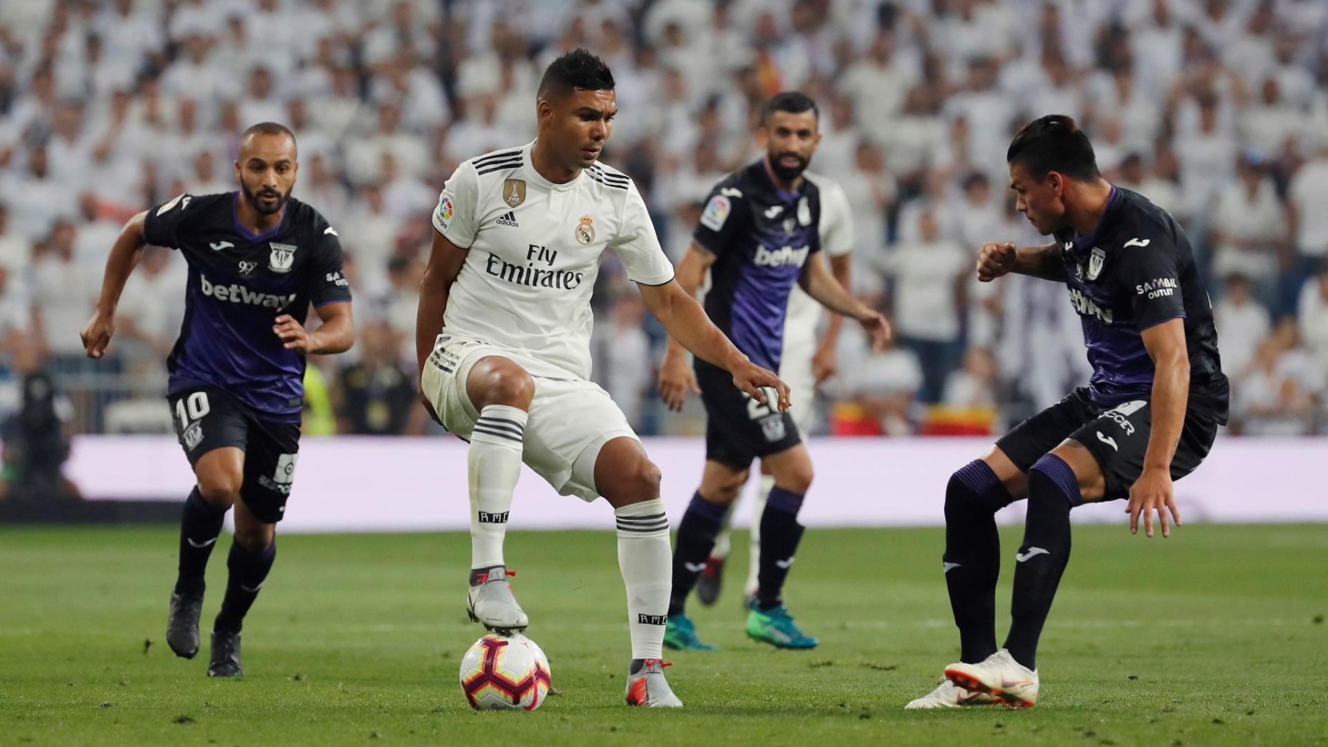 Casemiro domina a bola em lance de Real Madrid x Leganés