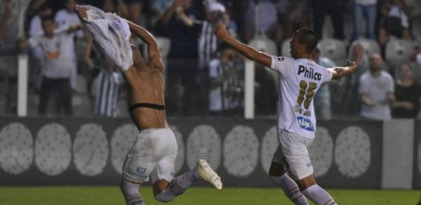 Kaio Jorge (dir) ainda busca acordo para renovar com o Santos - Ivan Storti/Santos FC