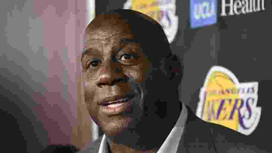 Magic Johnson pediu demissão dos Lakers em abril deste ano -