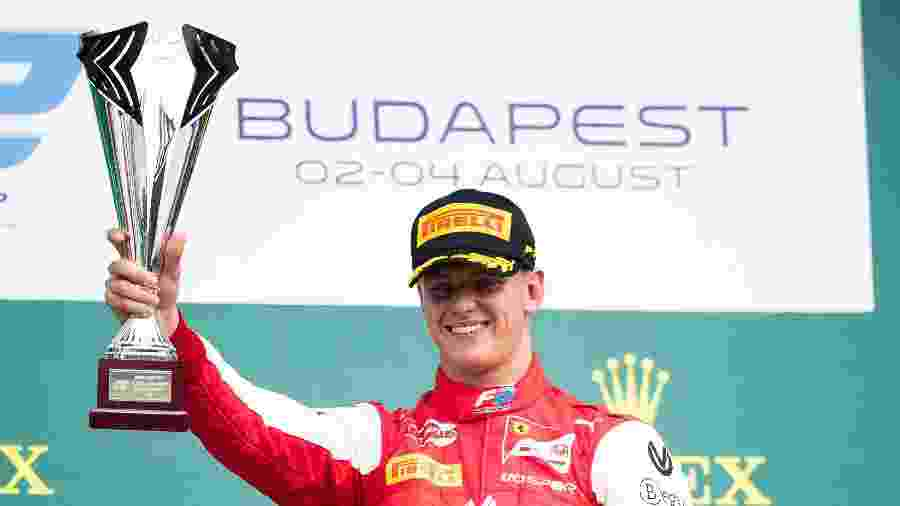 Mick Schumacher, que faz parte do quadro de pilotos da Fórmula 2, vai participar da sessão de treinos do GP de Eifel - Lars Baron/Getty Images