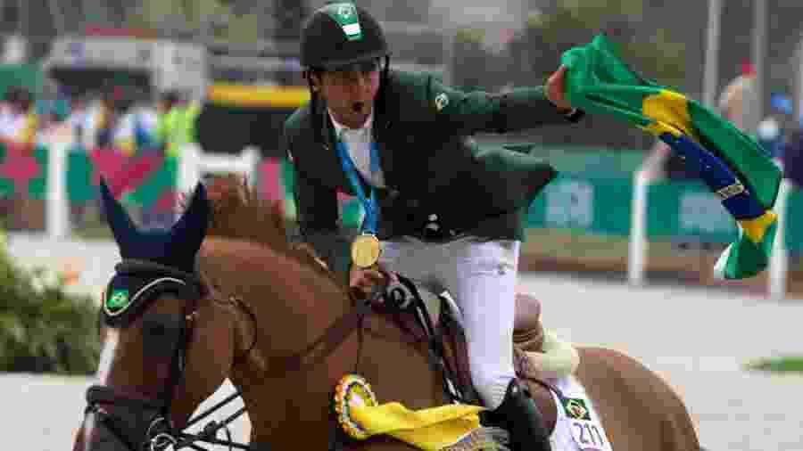 Marlon Zanotelli com a medalha de ouro do hipismo de saltos no Pan - Alexandre Castello Branco/COB