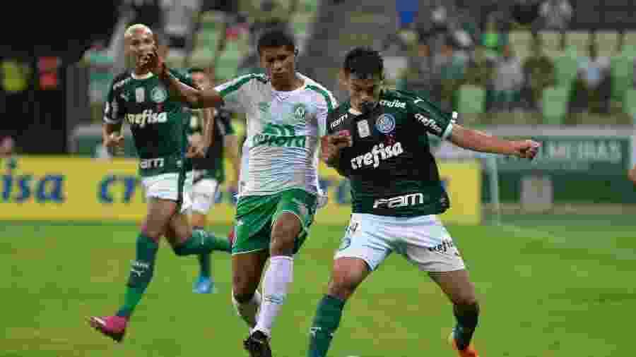 Substituído contra a Chapecoense, Scarpa não fica nem no banco contra o Athletico - Bruno Ulivieri/AGIF