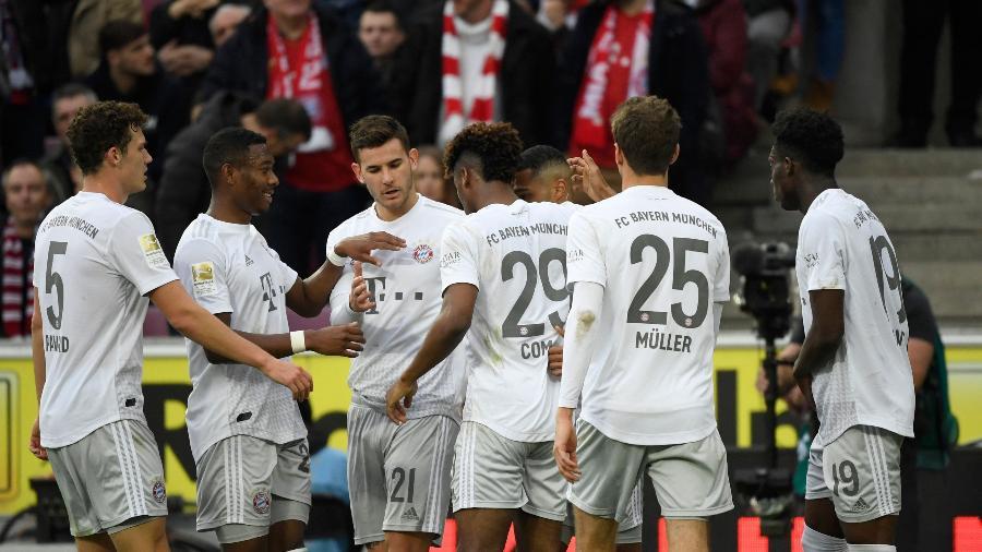 Jogadores do Bayern de Munique comemoram gol contra o Colônia - ina Fassbender/AFP
