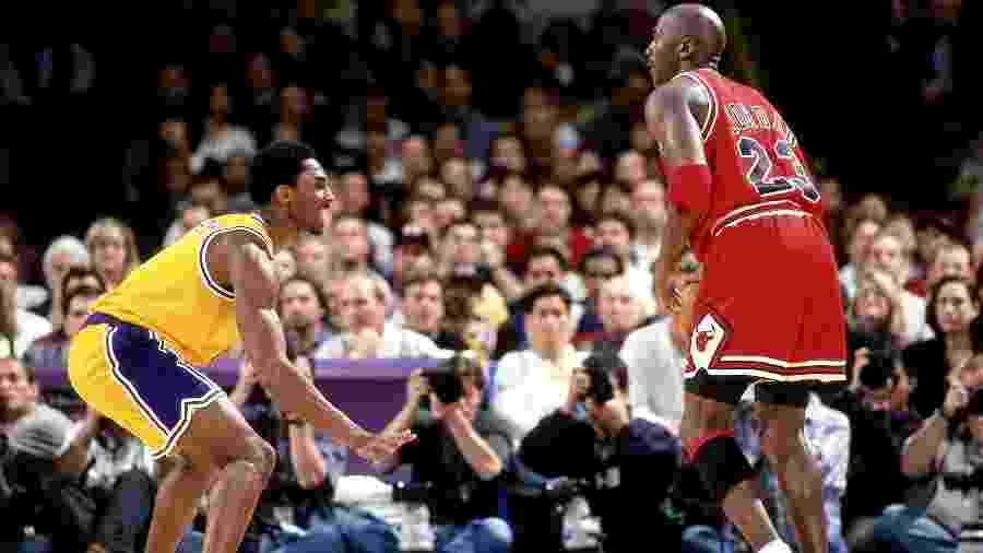 Michael Jordan e Kobe Bryant duelam em jogo no dia 1º de fevereiro de 1998, em Los Angeles - Andrew D. Bernstein/NBAE via Getty Images