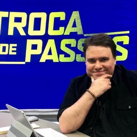 """Rodrigo Rodrigues na bancada do """"Troca de Passes"""" - Reprodução/Instagram/@rr_tv"""
