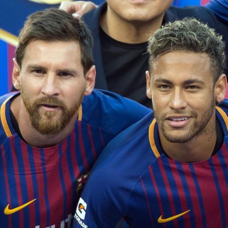 Messi e Neymar, antes de jogo do Barcelona, em foto de 2017 - Don EMMERT / AFP