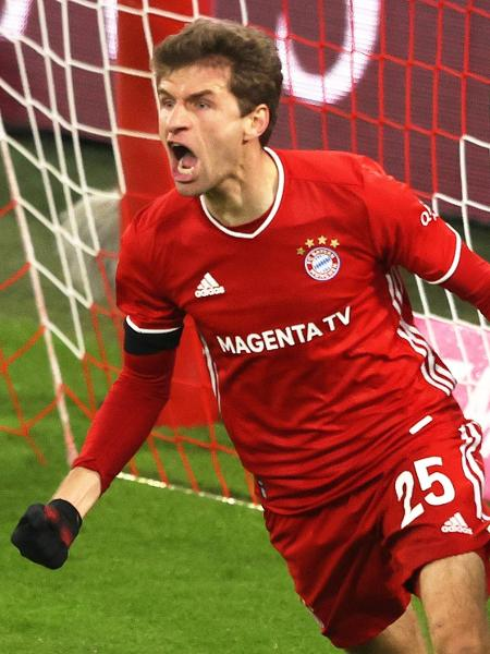 Thomas Muller comemora gol do Bayern de Munique - REUTERS/Alexander Hassenstein