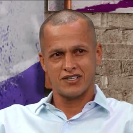 Souza, comentarista do Os Donos da Bola, raspou o cabelo para pagar aposta - Reprodução/TV Band