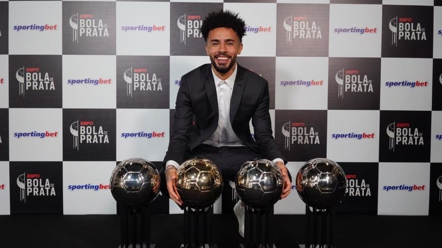 Claudinho, meia do Red Bull Bragantino, recebeu quatro troféus da Bola de Prata - André Porto