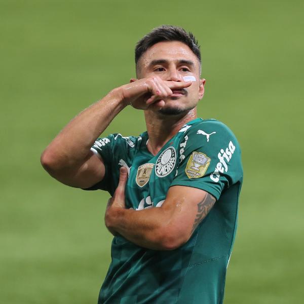 Willian Bigode celebra após fazer o terceiro gol do Palmeiras no clássico contra o Santos, no Allianz Parque, pelo Brasileirão 2021