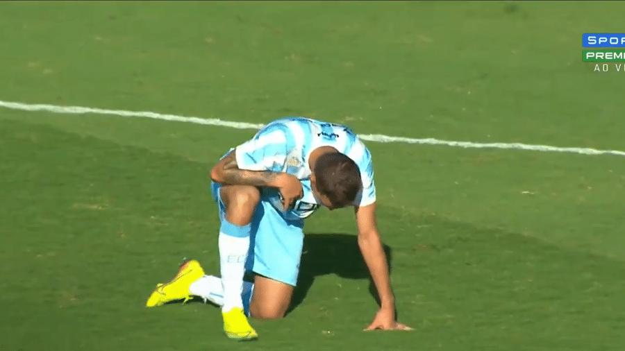 Safira vomitou em campo na partida entre Londrina e Goiás - Reprodução/SporTV