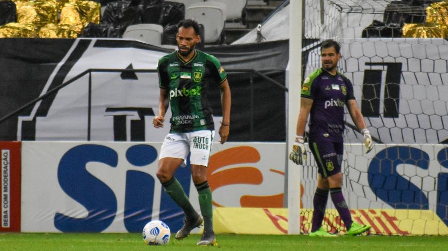 Zagueiro Anderson, de 26 anos, participou de 13 partidas do América-MG no Campeonato Brasileiro 2021 - João Zebral/América-MG