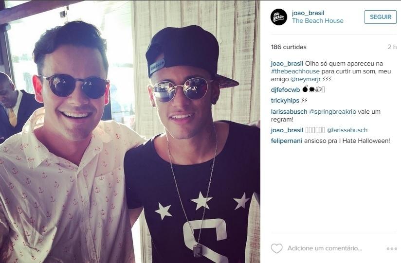 Neymar ao lado de fã no Rio de Janeiro