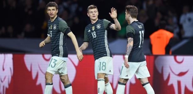 Guardiola estaria interessado em contar com o futebol de Kroos no City - Mike Hewitt/Getty Images