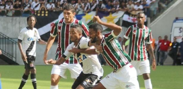 Atacante Jorge Henrique terminou o jogo contra o Fluminense como zagueiro