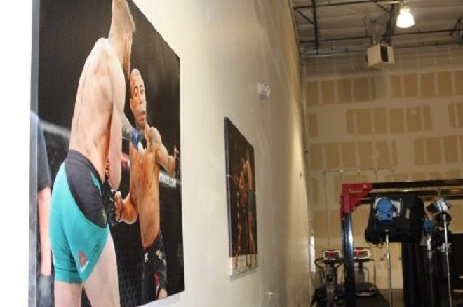 Conor McGregor decorou academia com imagem de nocaute sobre José Aldo