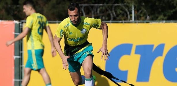 Edu Dracena segue no time titular, com a suspensão de Mina na Libertadores