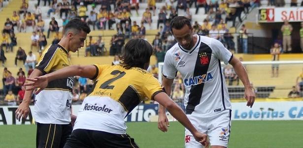 Vasco e Criciúma fizeram um duelo disputado em Santa Catarina