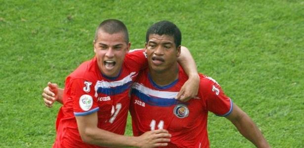 Gabriel Badilla (dir) comemora gol da Costa Rica na Copa de 2006 - EFE/Robert Ghement