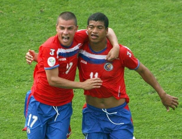 Gabriel Badilla (dir) comemora gol da Costa Rica na Copa de 2006