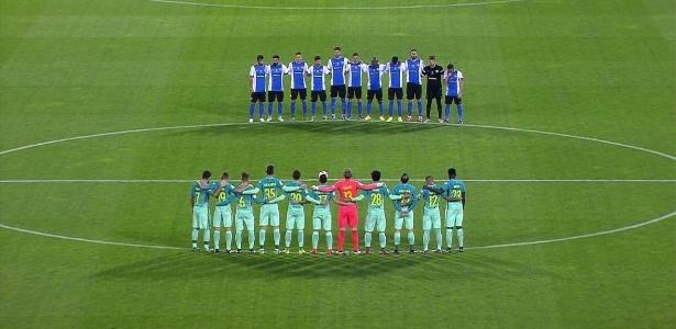 Atletas de Barcelona e Hércules fazem minuto de silêncio em homenagem à Chape