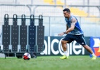 Edílson tem lesão na coxa e desfalca o Grêmio por 15 dias