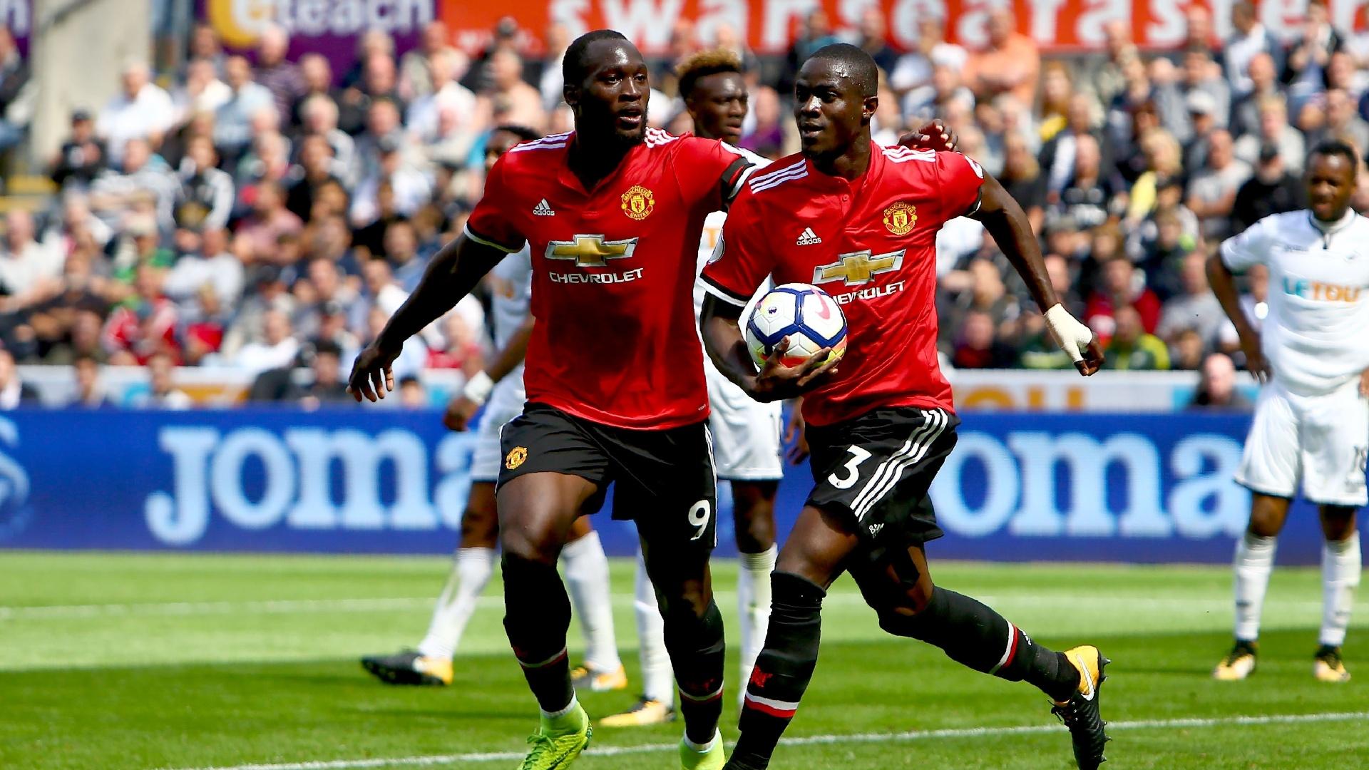 Eric Bailly comemora gol marcado para o Manchester United contra o Swansea