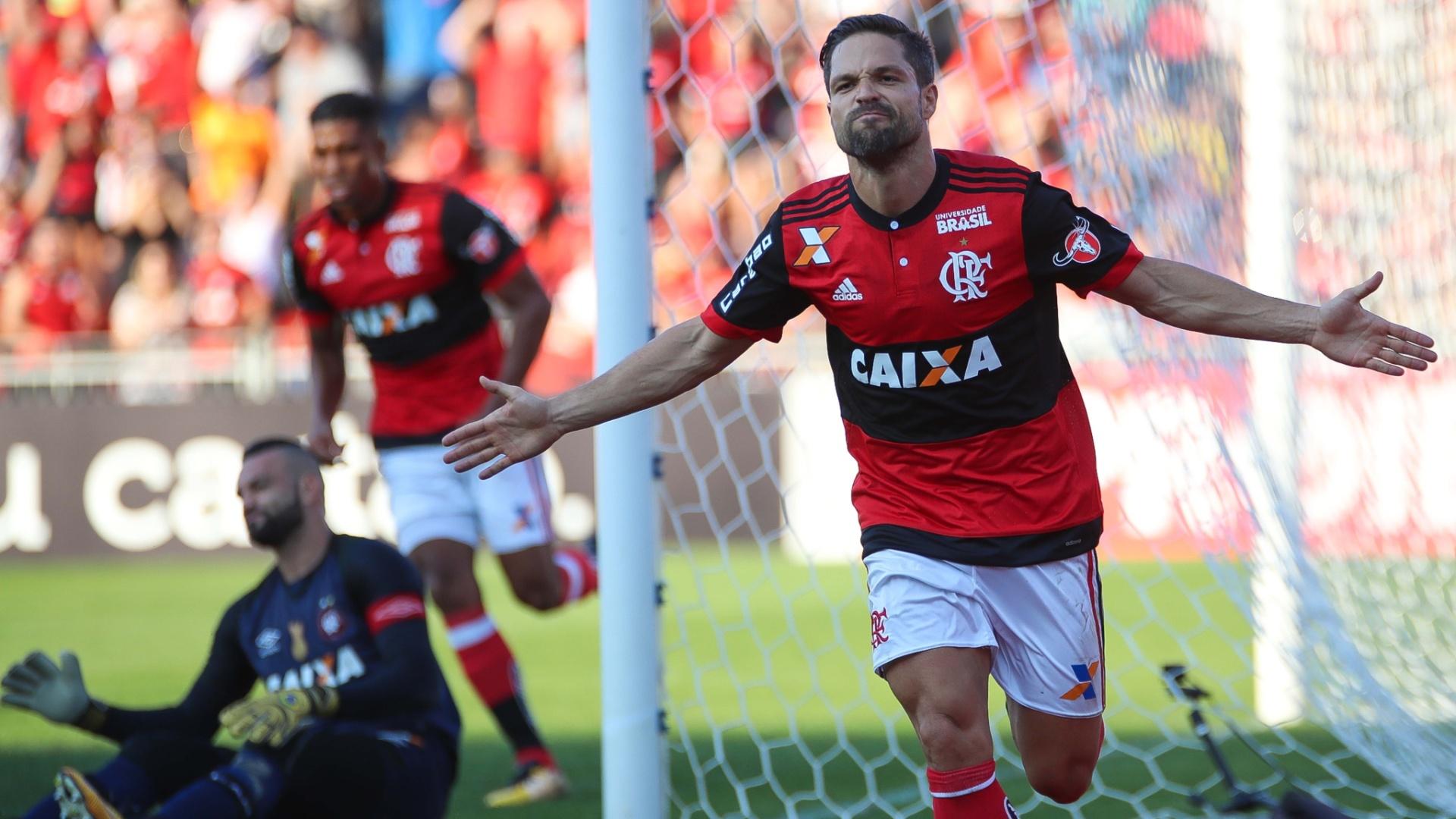 Diego comemora gol marcado pelo Flamengo sobre o Atlético-PR