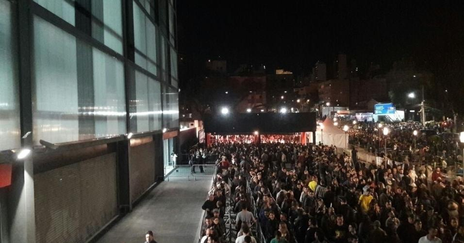 Espectadores começam a chegar à Arena da Baixada para acompanhar UFC 198