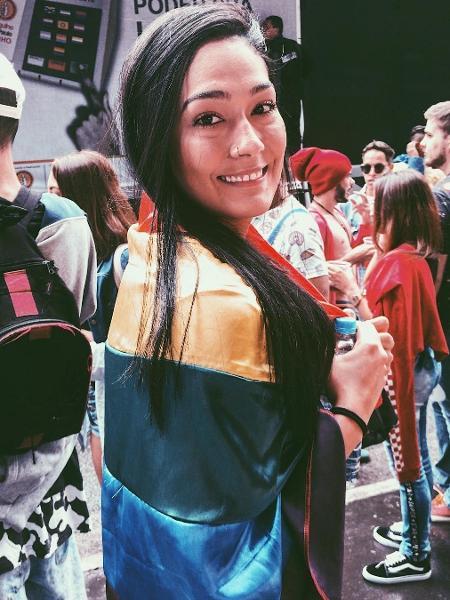 Naiane Rios, atleta do Sesi Vôlei Bauru, ergue a bandeira da causa LGBT - Reprodução/Instagram