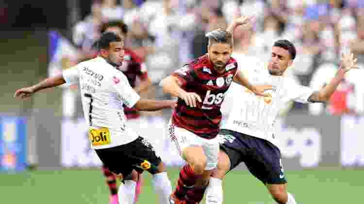 Diego escapa da marcação de Gabriel e Sornoza - Alan Morici/AGIF
